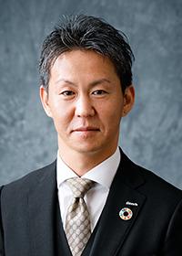 寺尾 忍 氏